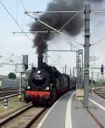dampf/73162/einfahrt-am-bahnsteig-3-im-neuen Einfahrt am Bahnsteig 3 im neuen Erfurt Hbf, Mai 2010