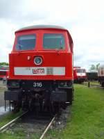 bw-weimar/73639/lok-316-stirnfront-ex-v300130132-im Lok 316 /Stirnfront ex V300/130/132) im Bw Weimar im Mai 2010