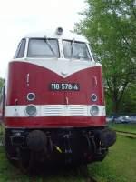 bw-weimar/73667/br-118-ex-v180-im-bw BR 118 (ex V180) im Bw Weimar, Frontansicht Mai 2010