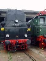 bw-weimar/74174/die-01-ist-gerade-in-den Die 01 ist gerade in den Lokschuppen gefahren,Bw Weimar Mai 2010