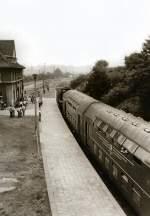 bhf-erfurt-west/80410/doppelstockzug-zur-flugschau-bindersleben-in-erfurt-west Doppelstockzug zur Flugschau Bindersleben in Erfurt-West, vor 1989