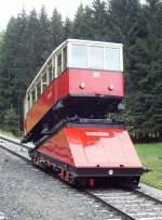 bergbahn/70146/aufgesetzer-personenwagen-auf-der-gueterbuehne-2010 AUFGESETZER PERSONENWAGEN AUF DER GÜTERBÜHNE; 2010